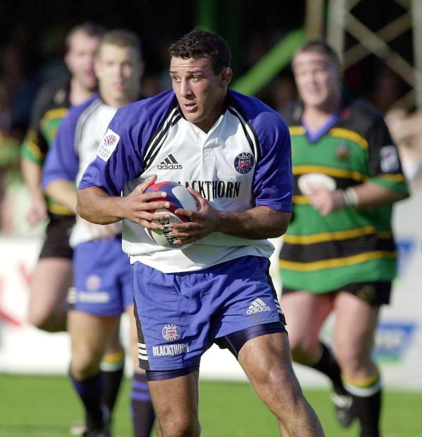 Photo. Richard Lane. .Northampton v Bath. Zurich Premiership. 23/9/2000.Andy Long breaks.