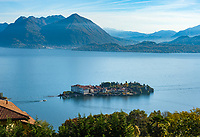 Italy, Piedmont, Stresa: view from district Campino at Isola Bella with Palazzo Borromeo | Italien, Piemont, Stresa: Blick vom Ortsteil Campino auf die Isola Bella mit dem Palazzo Borromeo
