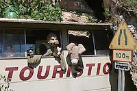 Europe/France/Midi-Pyrénées/46/Lot/Env de Cabrerets/ Liauzu: Musée de l'insolite de Bertrand Chenu dans la Vallée du Célé - Bus d'excursion touristique