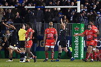 Henry Thomas of Bath Rugby celebrates at the final whistle. European Rugby Champions Cup match, between Bath Rugby and RC Toulon on December 16, 2017 at the Recreation Ground in Bath, England. Photo by: Patrick Khachfe / Onside Images