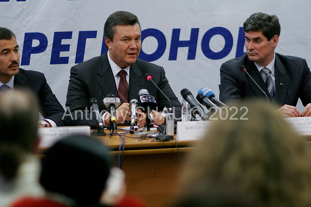 Zaporozhyi, ukraine.March 16, 2006..Viktor Yanukovych who is running for Party of Regions (blue color) in the up coming Parliament elections addresses a crowd of thousands at a rally in Zaporozhyi. The elections are to be held on March 26.
