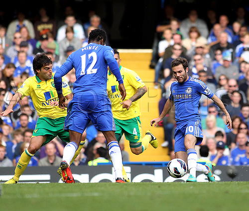 06.10.2012. London, England. Chelsea's Juan Mata in action during the Premier League game between Chelsea and Norwich City at Stamford Bridge. Chelsea came from behind to win the game by a score of 4-1.