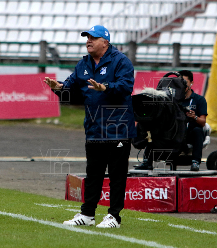 MANIZALES - COLOMBIA - 29 - 03 - 2018: Hugo Gattardi técnico de Millonarios, durante partido entre Once Caldas y Millonarios, de la fecha 11 por la Liga de Aguila I 2018 en el estadio Palogrande en la ciudad de Manizales. / Hugo Gattardi coach of Millonarios, during a match between Once Caldas and Millonarios, of the 11th date for the Liga de Aguila I 2018 at the Palogrande stadium in Manizales city. Photo: VizzorImage  / Santiago Osorio / Cont.