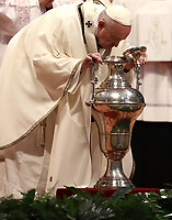 Papa Francesco soffia in un'anfora contenente l'olio santo durante la celebrazione della Messa del Crisma in occasion del Giovedi' Santo, nella Basilica di San Pietro, Citta' del Vaticano, 18 aprile 2019.<br /> Pope Francis blows in an amphora to bless the Holy oil as he leads the Chrism Mass in Saint Peter's Basilica at the Vatican, on April 18, 2019. During the mass the Pontiff blesses Chrism oils that will be used for the religious sacraments over the following 12 months.<br /> UPDATE IMAGES PRESS/Isabella Bonotto<br /> <br /> STRICTLY ONLY FOR EDITORIAL USE