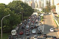 ATENCAO EDITOR: FOTO EMBARGADA PARA VEICULO INTERNACIONAL - SAO PAULO, SP, 07 DEZEMBRO 2012 - TRANSITO EM SAO PAULO -  Transito na av 23 de maio ness manha encontra-se lento no sentido zona sul na regiao da Liberdade zona central da capital paulista nessa  sexta, 07. (FOTO: LEVY RIBEIRO / BRAZIL PHOTO PRESS)