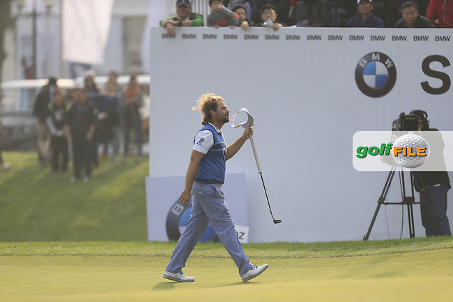 Victor Dubuisson (FRA) on the 18th green during Round 4 of the BMW Masters at Lake Malaren Golf Club in Boshan, Shanghai, China on Sunday 15/11/15.<br /> Picture: Golffile | Thos Caffrey<br /> <br /> All photo usage must carry mandatory copyright credit (&copy; Golffile | Thos Caffrey)