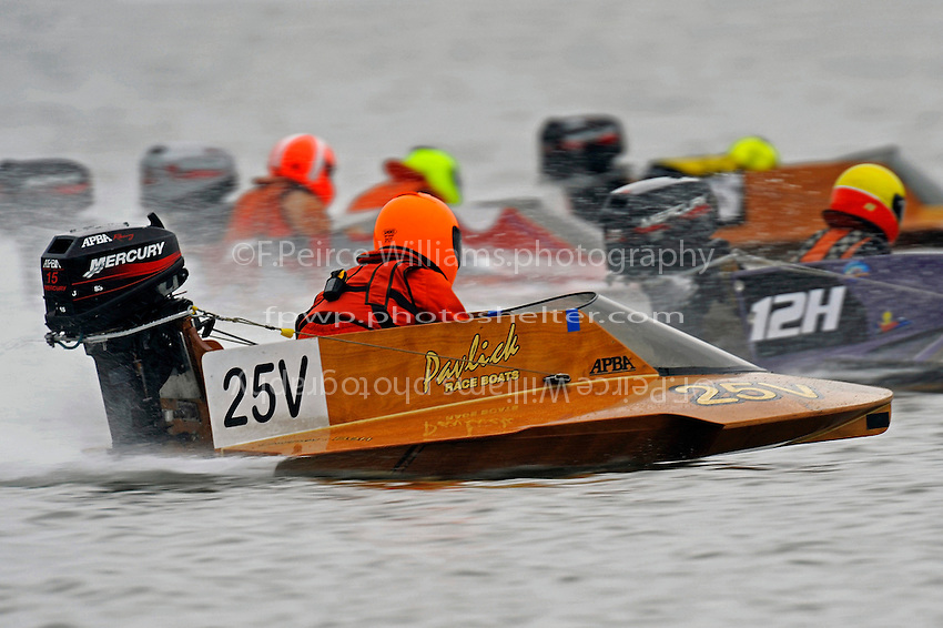 """Jared Pavlick (25-V) follows the field across the starting line of heat 2 of the J-Stock Hydro Final before coming from behind to win, just goes to show…""""Never give up"""".  (hydro)"""