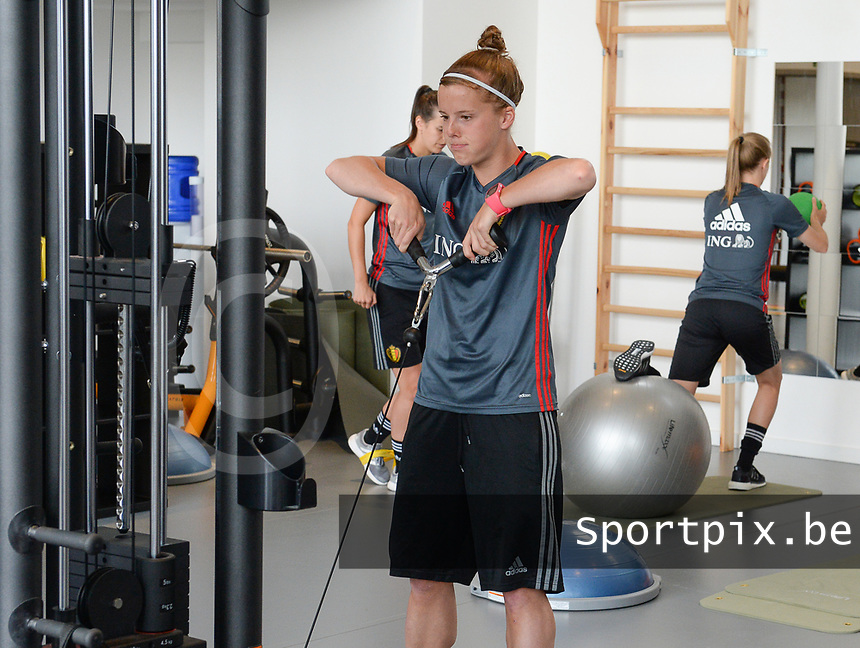 20170608 – TUBIZE , BELGIUM : illustration picture shows a part of the red flames team with Laura Deloose  during a fitness and physical session at the fitnessroom of the Belgian national women's soccer team Red Flames trainingscamp to prepare for the Women's Euro 2017 in the Netherlands, on Thursday 8 June 2017 in Tubize.  PHOTO SPORTPIX.BE | DAVID CATRY