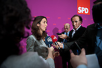 Berlin, die zuk&uuml;nftige Staatsministerin f&uuml;r Migration, Fl&uuml;chtlinge und Integration in der Gro&szlig;en Koalition Aydan &Ouml;zoguz gibt am Sonntag (15.12.13) im Willy-Brandt-Haus bei einer Pressekonferenz zur Vorstellung der zuk&uuml;nftigen Bundesminister der SPD in der Gro&szlig;en Koalition t&uuml;rkischen Medien ein Interview.<br /> Foto: Steffi Loos/CommonLens