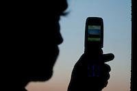 Belo Horizonte_MG, Brasil...Silhueta de homem usando celular em Belo Horizonte, Minas Gerais...A man silhouette using cell phone in Belo Horizonte, Minas Gerais. ..Foto: BRUNO MAGALHAES / NITRO