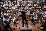 Orquestra Sinfonica Brasileira Jovem e Maestro Roberto Minczuk em concerto na Sala Cecilia Meireles. Rio de Janeiro. 2009. Foto de Luciana Whitaker..