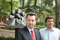 ATENCAO EDITOR: FOTO EMBARGADA PARA VEICULOS INTERNACIONAIS. – SAO PAULO - SP – 05 DE NOVEMBRO 2012 – INAUGURACAO ESTATUA LASAR SEGALL - O prefeito de Sao Paulo Gilberto Kassab (E) e o vereador Floriano Pesaro durante inauguracao da Estatua Lasar Segall no Parque Buenos Aires, na regiao central da capital paulista, nesta segunda-feira, 05. (FOTO: MAURICIO CAMARGO / BRAZIL PHOTO PRESS).