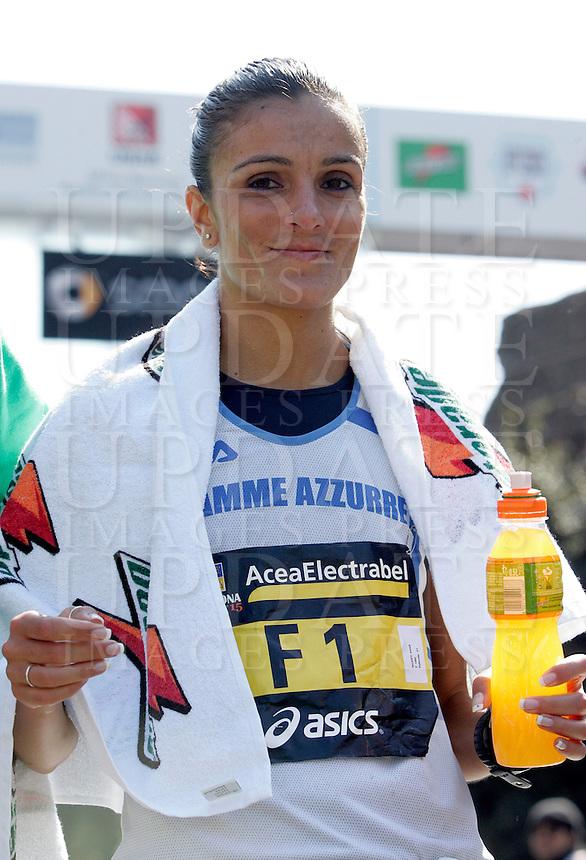 L'italiana Anna Incerti all'arrivo della Maratona di Roma, al Colosseo, 22 marzo 2009..Anna Incerti of Italy smiles after arriving at the end the Rome's Marathon, 22 march 2009 at the Colosseum..UPDATE IMAGES PRESS/Riccardo De Luca