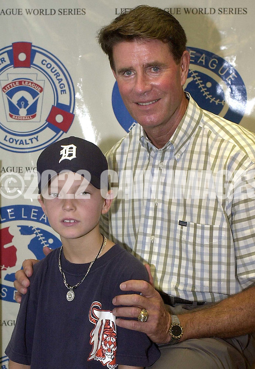 "Baseball Hall of Fame pitcher Jim Palmer (R) poses with Evan McDaniel (L), who wrote the essay that won the contest for his Leesburg, Virginia Little League team after giving the ""OxiClean True Grit"" award to him, before the start of the Little League World Series Championship Game, Sunday, August 25, 2002, in South Williamsport, Pennsylvania. (Photo by William Thomas Cain/photodx.com)"
