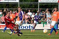 NIEUW BUINEN - Voetbal , Nieuw Buinen - FC Groningen, voorbereiding seizoen 2018-2019, 04-07-2018,  FC Groningen speler Tom van Weert komt te laat