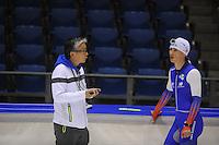 SCHAATSEN: HEERENVEEN: 18-09-2014, IJsstadion Thialf, Topsporttraining, Toshiaki Imamura (trainer Team NewBalance), Shane Williamson (JPN), ©foto Martin de Jong