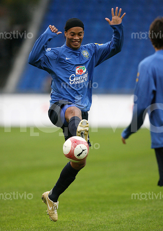 Fussball International  Training Brasilien Ronaldinho am Ball