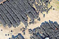 Reifen: EUROPA, DEUTSCHLAND, SCHLESWIG- HOLSTEIN, Barsbuettel, (GERMANY), 02.09.2011: Schleswig, Holstein, Barsbuettel, Abfall, alt, alte, ambience, application, Auto, Autoreifen, tyres,  economy, Entsorgung, environment, environmental, gebraucht, gebrauchte, gebrauchtes, Muelltrennung, raw material, recyceln, recyclable, material, recyclen, Recycling, Reifen, reusable material, Rezession, Rezyklierung, Rohstoff, Rohstoffe, second hand, Umwelt, Verwertung, Weiterverwertung, Wertstoff, Wertstoffe, Wiederverwendung, Wiederverwertung, Wirtschaft, Luftaufnahme, Luftaufnahmen, Luftbild, Luftbilder, Ueberblick, Uebersicht, . c o p y r i g h t : A U F W I N D - L U F T B I L D E R . de.G e r t r u d - B a e u m e r - S t i e g 1 0 2, 2 1 0 3 5 H a m b u r g , G e r m a n y P h o n e + 4 9 (0) 1 7 1 - 6 8 6 6 0 6 9 E m a i l H w e i 1 @ a o l . c o m w w w . a u f w i n d - l u f t b i l d e r . d e.K o n t o : P o s t b a n k H a m b u r g .B l z : 2 0 0 1 0 0 2 0  K o n t o : 5 8 3 6 5 7 2 0 9. V e r o e f f e n t l i c h u n g n u r m i t H o n o r a r n a c h M F M, N a m e n s n e n n u n g u n d B e l e g e x e m p l a r !.