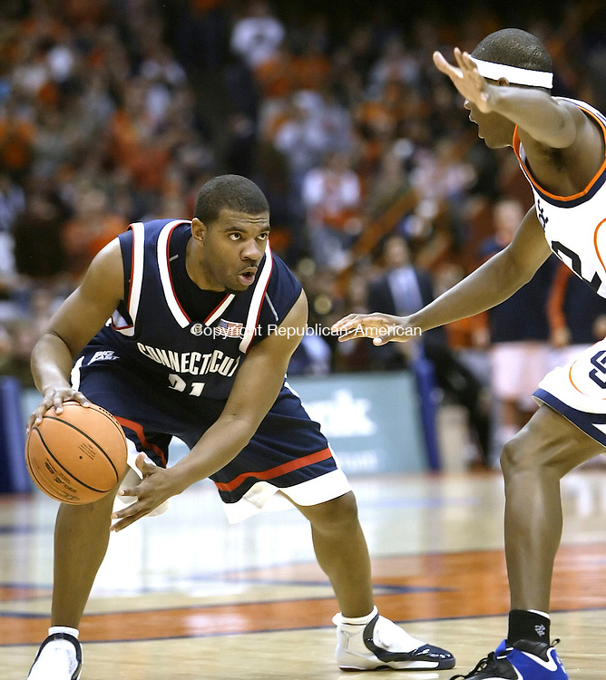 SYRACUSE, NY 16 JANUARY 2005 011605BZ13-      UConn #31, Rashad Anderson looks for a way around Syracuse #42, Louie McCroskey<br /> <br /> during their game at the carrier Dome at Syracuse University Monday night. <br /> Jamison C. Bazinet Republican-American