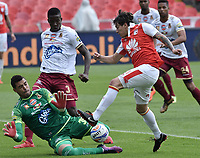 BOGOTÁ - COLOMBIA, 03-11-2018: Sebastian Salazar (Der.) jugador de Santa Fe disputa el balón con Alvaro Montero (Izq.) arquero del Tolima durante el encuentro entre Independiente Santa Fe y Deportes Tolima por la fecha 18 de la Liga Águila II 2018 jugado en el estadio Nemesio Camacho El Campin de la ciudad de Bogotá. / Sebastian Salazar (R) player of Santa Fe struggles for the ball with Alvaro Montero (L) goalkeeper of Tolima during match between Independiente Santa Fe and Deportes Tolima for the date 18 of the Aguila League II 2018 played at the Nemesio Camacho El Campin Stadium in Bogota city. Photo: VizzorImage / Gabriel Aponte / Staff