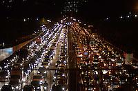 SÃO PAULO, SP, 05 DE JULHO DE 2013 – TRÂNSITO EM SÃO PAULO: Trânsito na Av. 23 de Maio, altura do viaduto Tutóia,, próximo ao Parque do Ibirapuera, zona sul de São Paulo na tarde desta sexta feira (5). FOTO: LEVI BIANCO - BRAZIL PHOTO PRESS.