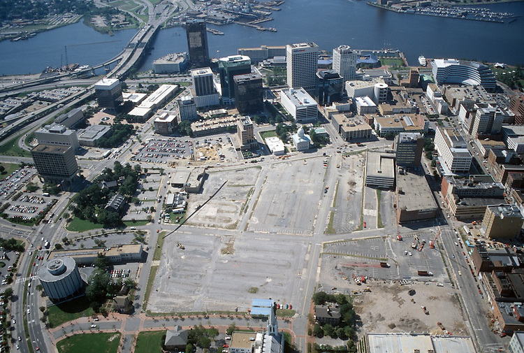 1996 September 22..Redevelopment..Macarthur Center.Downtown North (R-8)..LOOKING SOUTH.ST PAULS ON LEFT..NEG#.NRHA#..