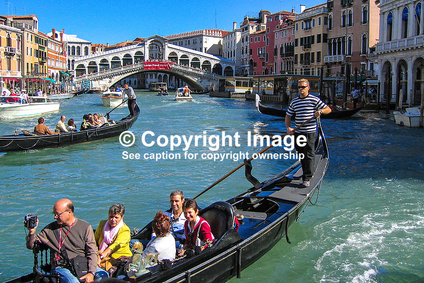 View of the Rialto Bridge on the Grand Canal, Venice, Italy. 200509300329.<br />