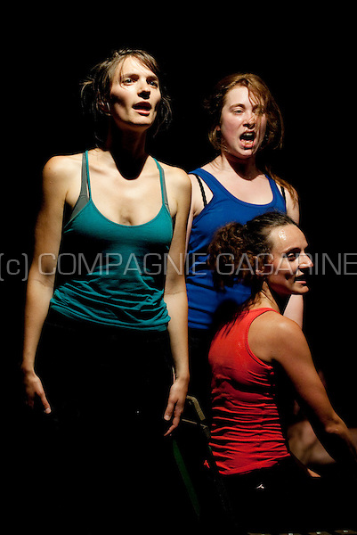 """Compagnie Mosterd Met Zaad playing """"A La Limite"""" at the Spots Op West theatre festival in Westouter (Belgium, 12/07/2009)"""