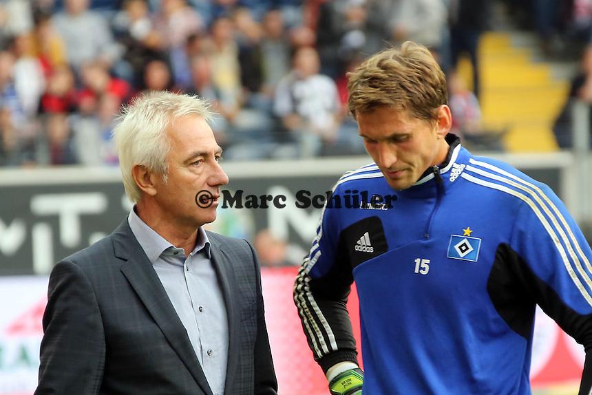 Trainer Bert van Marwijk (HSV) mit Rene Adler - Eintracht Frankfurt vs. Hamburger SV, Commerzbank Arena