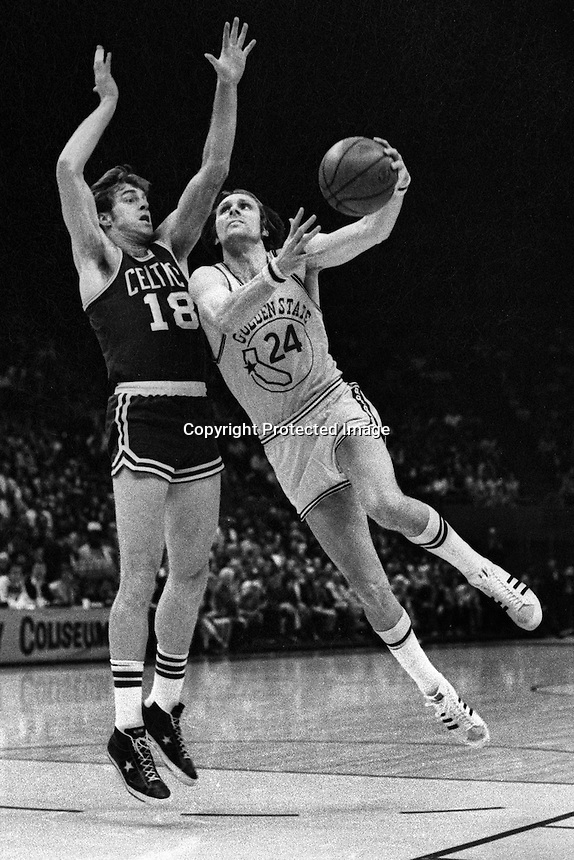 Golden State Warrior Rick Barry driving past Boston Celtic Dave Cowens.(1975 photo/Ron Riesterer)