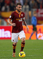Calcio, Serie A: Roma vs ChievoVerona. Roma, stadio Olimpico, 31 ottobre 2013.<br /> AS Roma midfielder Daniele De Rossi in action during the Italian Serie A football match between AS Roma and ChievoVerona at Rome's Olympic stadium, 31 October 2013.<br /> UPDATE IMAGES PRESS/Riccardo De Luca