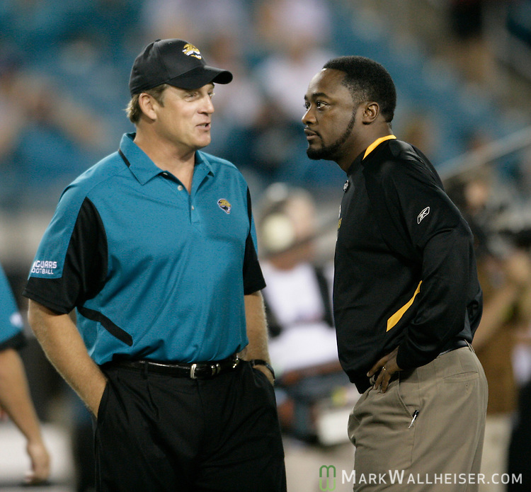 Jacksonville Jaguars head coach Jack Del Rio (L) and Pittsburgh Steelers head coach Mike Tomlin prior to their NFL football game in Jacksonville, Florida October 5, 2008. (Mark Wallheiser/TallahasseeStock.com)