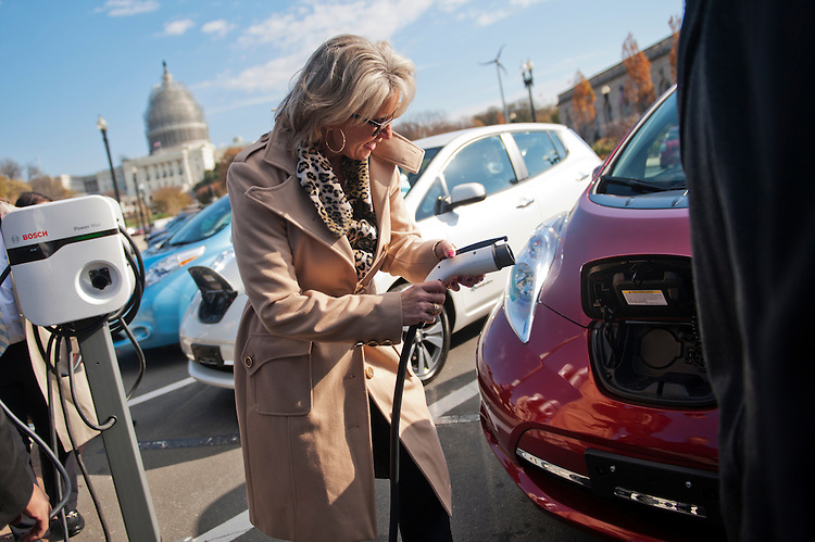 "UNITED STATES - NOVEMBER 20: Reps. Renee Ellmers, R-N.C., plugs in a hybrid car on Maryland Avenue, SW, November 20, 2014. The event was to unveil ""the utility industry's first plug-in electric hybrid drivetrain Class 5 work trucks."" (Photo By Tom Williams/CQ Roll Call)"