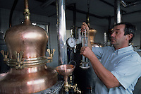 Europe/France/Alsace/67/Bas-Rhin/Lobsann : Jean-Claude Hoeffler distillateur - producteur d'eaux de vie d'Alsace [Non destiné à un usage publicitaire - Not intended for an advertising use]