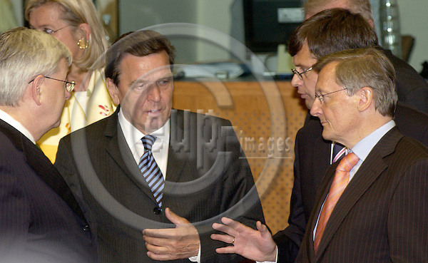 Brussels-Belgium - 16 June 2005---European Summit / Council meeting of European Heads of State/Government and their Foreign Ministers; here,   Joschka FISCHER (le), Foreign Minister of Germany, Gerhard SCHROEDER (Schröder) (2.le), Federal Chancellor of Germany, Jan Peter BALKENENDE (2.ri), Prime Minister of the Netherlands, Wolfgang SCHUESSEL (Schüssel) (ri), Federal Chancellor of Austria---Photo: Horst Wagner/eup-images