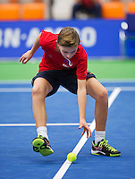 Rotterdam,Netherlands, December 15, 2015,  Topsport Centrum, Lotto NK Tennis, ballboy<br /> Photo: Tennisimages/Henk Koster