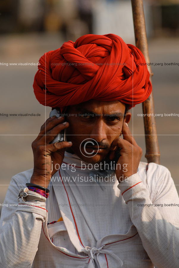 "Asien Suedasien Indien Madhya Pradesh , Hirte aus Rajasthan mit Turban und Handy  -  Kontrast Kommunikation xagndaz | .South asia India Madhya Pradesh , shephard with turban and mobile phone - communication contrast development .| [ copyright (c) Joerg Boethling / agenda , Veroeffentlichung nur gegen Honorar und Belegexemplar an / publication only with royalties and copy to:  agenda PG   Rothestr. 66   Germany D-22765 Hamburg   ph. ++49 40 391 907 14   e-mail: boethling@agenda-fototext.de   www.agenda-fototext.de   Bank: Hamburger Sparkasse  BLZ 200 505 50  Kto. 1281 120 178   IBAN: DE96 2005 0550 1281 1201 78   BIC: ""HASPDEHH"" ,  WEITERE MOTIVE ZU DIESEM THEMA SIND VORHANDEN!! MORE PICTURES ON THIS SUBJECT AVAILABLE!!  ] [#0,26,121#]"