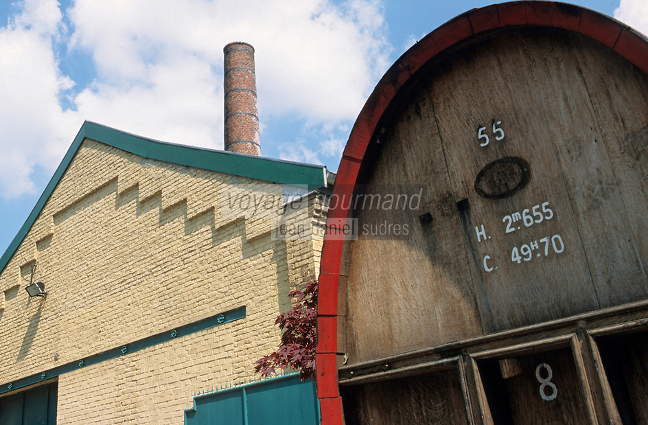 """Europe/France/Nord-Pas-de-Calais/59/Nord/Env de Lille/Wmabrechies: Les batiments de la distillerie """"Claeyssens"""" datant de 1817 - [Eaux de vie de grain, pur malt et de Genièvre]"""