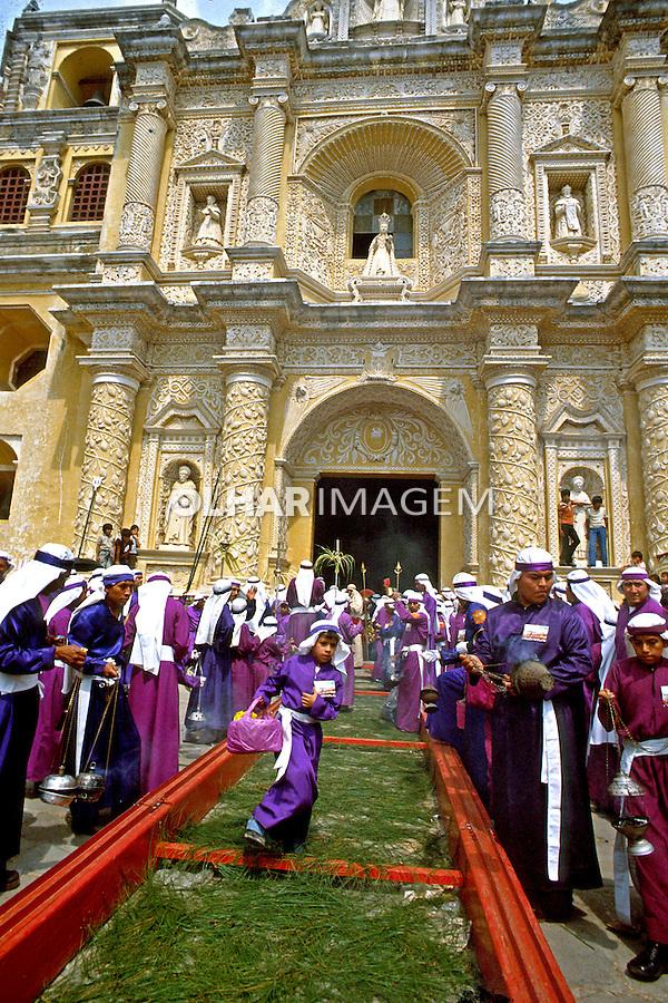 Procissão da Semana Santa em Antigua, Guatemala. 1985. Foto de Juca Martins.