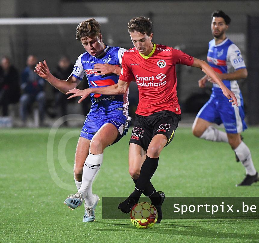 FC MANDEL UNITED IZEGEM - KSV OUDENAARDE :<br /> Jasper Beyens (R) in een fel duel met Louis Desmet (L) <br /> <br /> Foto VDB / Bart Vandenbroucke