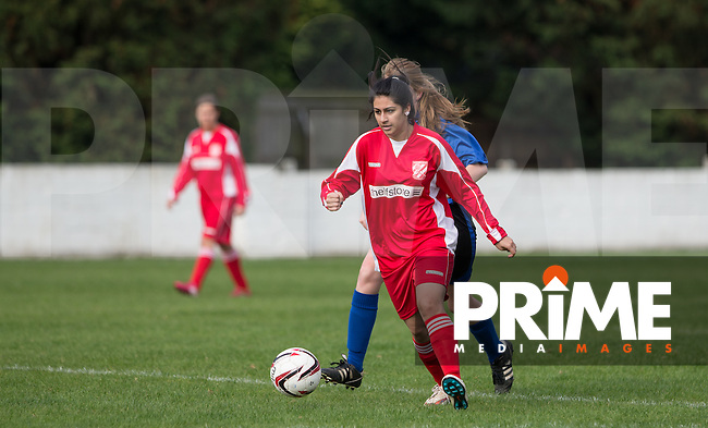 Henna Hussain of Flackwell Heath on the attack during the Thames Valley Counties Women's Football League (TVCWFL) match between Flackwell Heath Ladies and Laurel Park Vipers at Wilks Park, Blackwell Heath, England on 11 October 2015. Photo by Andy Rowland.