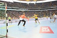 Uwe Gensheimer (Löwen) gegen Jogi Bitter (HSV) - Tag des Handball, Rhein-Neckar Löwen vs. Hamburger SV, Commerzbank Arena