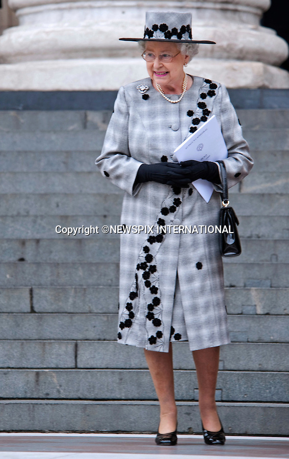 """THE QUEEN.attended the Service of Commemoration to mark the end of combat operations in Iraq in St Paul's Catherdral, London_09/10/2009.Mandatory Photo Credit: ©Dias/Newspix International..**ALL FEES PAYABLE TO: """"NEWSPIX INTERNATIONAL""""**..PHOTO CREDIT MANDATORY!!: NEWSPIX INTERNATIONAL(Failure to credit will incur a surcharge of 100% of reproduction fees)..IMMEDIATE CONFIRMATION OF USAGE REQUIRED:.Newspix International, 31 Chinnery Hill, Bishop's Stortford, ENGLAND CM23 3PS.Tel:+441279 324672  ; Fax: +441279656877.Mobile:  0777568 1153.e-mail: info@newspixinternational.co.uk"""