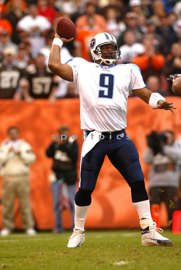 Steve McNair of the the  Tennessee Titans , in action during thier game against the Cleveland Browns  on November 6, 2005...Browns win 20-14..Kevin Tanaka / SportPics