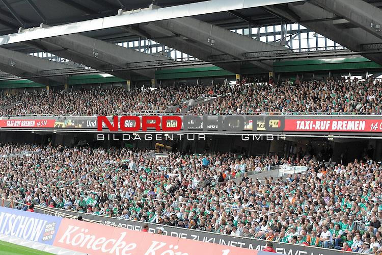 FBL 09/10  07. Spieltag Hinrunde / Weser Stadion<br /> Werder Bremen - Mainz05 3:0<br /> <br /> Feature - Anzeigenwerbung - Laufband<br /> <br /> Nordkurve Taxi Ruf Bremen<br /> <br /> Foto &copy; nph ( nordphoto )