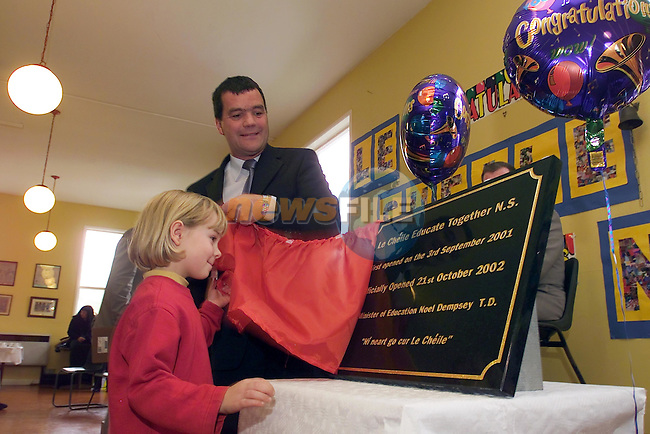 kathleen McEnroe unvaling the plaque with minister for Education Noel Dempsey in the Le Cheile Educate together school..Picture Fran Caffrey Newsfile...This Picture is sent to you by:..Newsfile Ltd.The View, Millmount Abbey, Drogheda, Co Louth, Ireland..Tel: +353419871240.Fax: +353419871260.GSM: +353862500958.ISDN: +353419871010.email: pictures@newsfile.ie.www.newsfile.ie