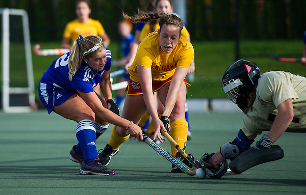 VANCOUVER,BC:OCTOBER 22, 2016 -- UBC Thunderbirds University of Calgary Dinos during CIS Canada West women's field hockey action at UBC in Vancouver, BC, October, 22, 2016. (Rich Lam/UBC Athletics Photo) <br /> <br /> ***MANDATORY CREDIT***