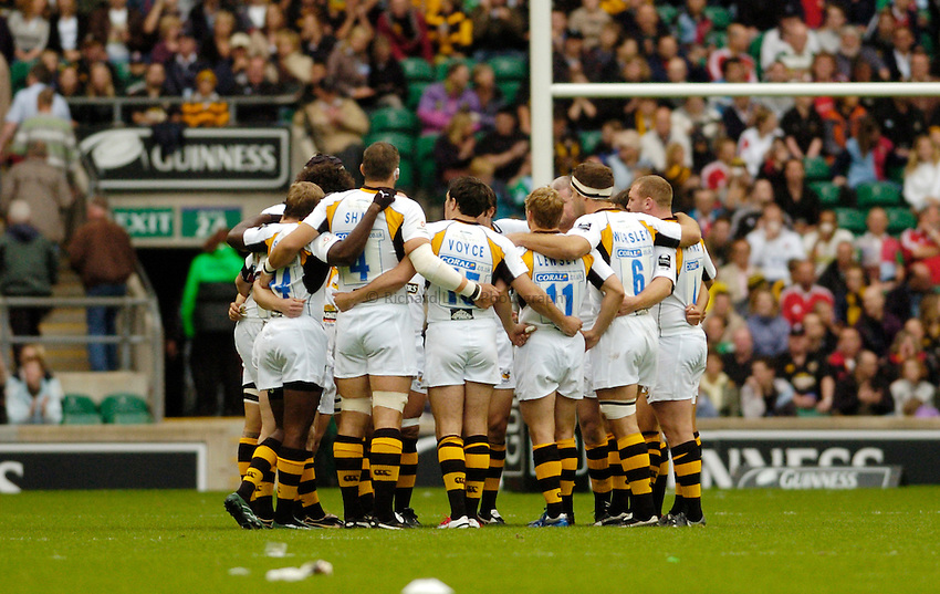 Photo: Leigh Quinnell..Saracens v London Wasps. Guinness Premiership. 02/09/2006. Wasps team huddle.
