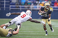 Annapolis, MD - October 8, 2016: Navy Midshipmen running back Darryl Bonner (29) avoids the tackle by Houston Cougars linebacker Matthew Adams (9) during game between Houston and Navy at  Navy-Marine Corps Memorial Stadium in Annapolis, MD.   (Photo by Elliott Brown/Media Images International)