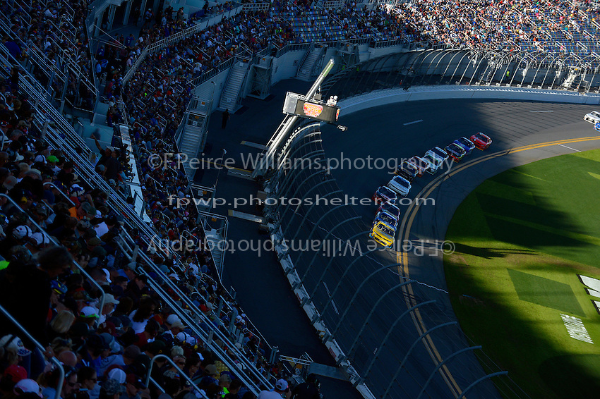 19-20 February, 2016, Daytona Beach, Florida USA<br /> Kasey Kahne leads the field as shadows fall across the tri-oval.<br /> &copy;2016, F. Peirce Williams
